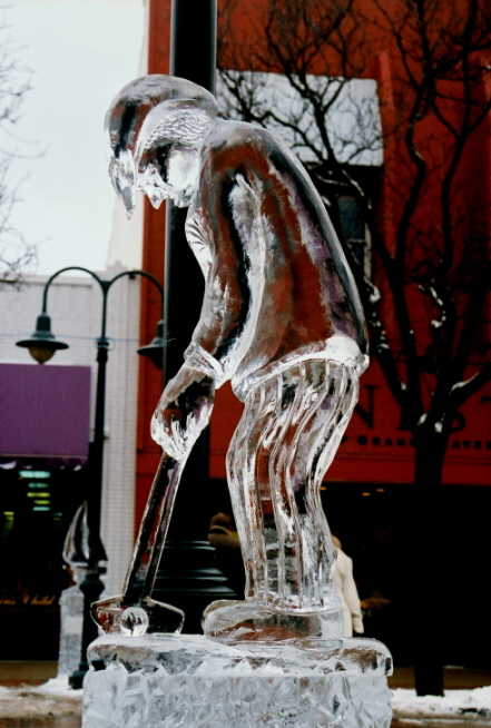 golfer ice sculpture, northern michigan ice sculpture, michigan winter festival ice sculpture, traverse city ice sculptures, golf ice sculpture